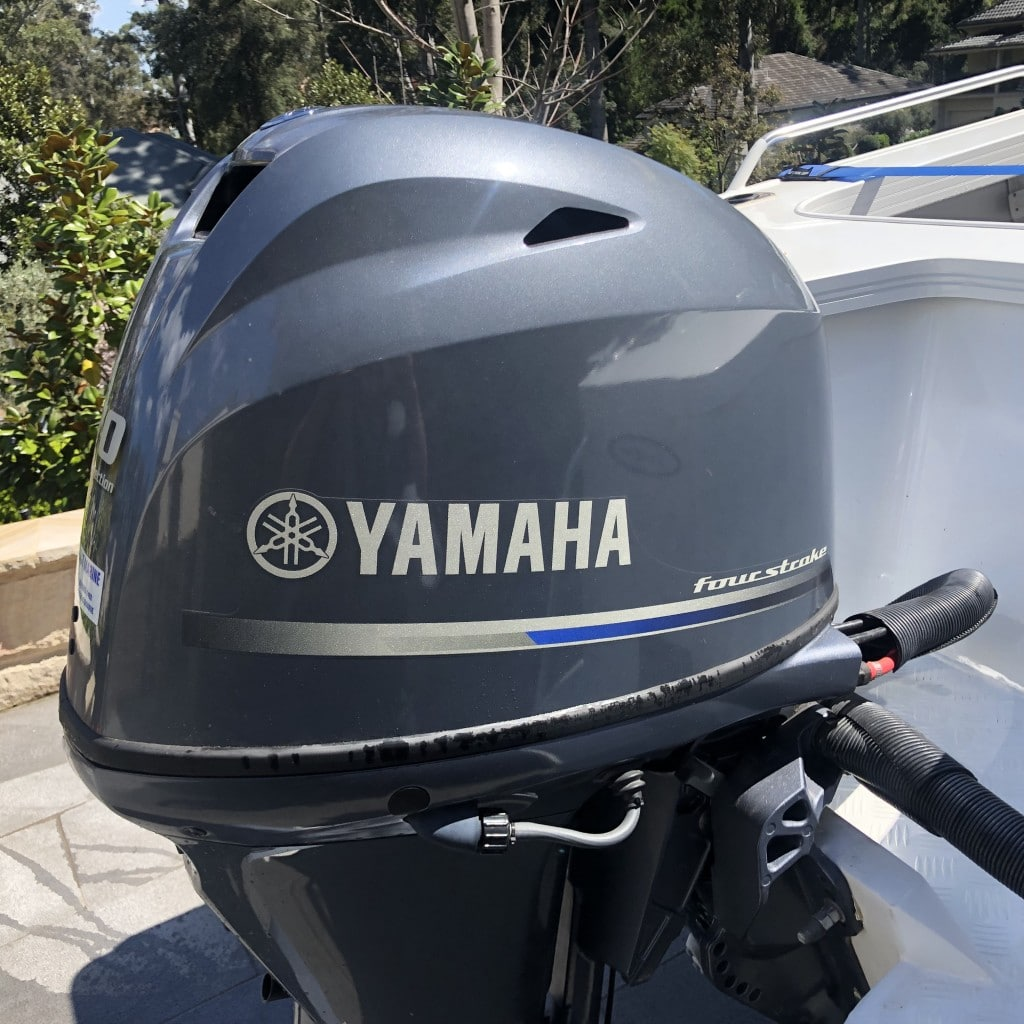 Yamaha outboard with cowling on